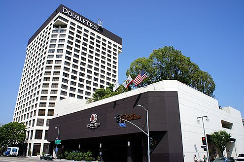 new hotel signs for doubletree by hilton now up in downtown la. Black Bedroom Furniture Sets. Home Design Ideas