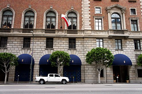 Brooks Brothers will open next to the Jonathan Club's main entrance along Figueroa in the Financial District