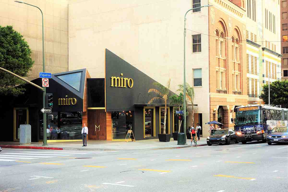 Miro brings modern Mediterranean to the exciting corner of Wilshire and Figueroa in Downtown LA (Photo: Brigham Yen)